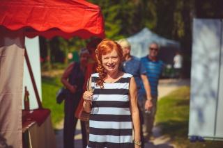 Bára Štěpánová na ochutnávce vína v rámci Svátku vína na soutoku