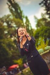 Hudba v Růžové zahradě v Jiráskových sadech - Svátek vína na soutoku