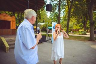 Moderátoři Jan Vala a Bára Štěpánová